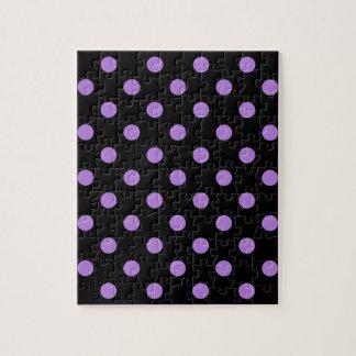 Tupfen - Lavendel auf Schwarzem Puzzle