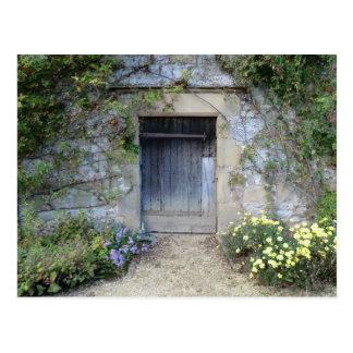 Tür bei Haddon Hall in Derbyshire Postkarte