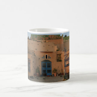Tür-Lehm-Haus-Foto-Weiß-Tasse Kaffeetasse