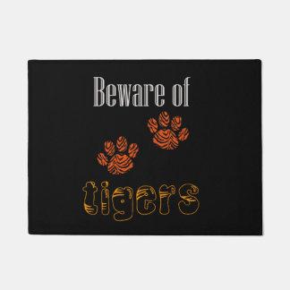 Türmatte passen von den Tigern auf