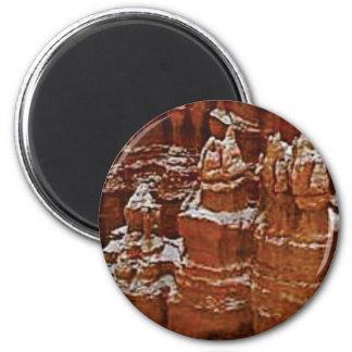 Türme im Felsen Tan Runder Magnet 5,7 Cm
