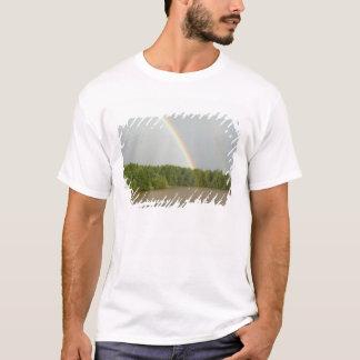 Typische Fluss Ansichten Russlands, zwischen T-Shirt