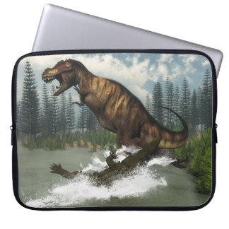 Tyrannosaurus rex Dinosaurier in Angriff genommen Laptop Sleeve