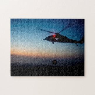 U.S. Marine MH-60S Seahawk an der Dämmerung Puzzle
