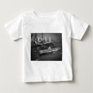 U.S.S. Hornisse segelt hinunter East River New Baby T-shirt
