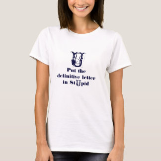 U setzte den endgültigen Buchstaben in dummes ein T-Shirt