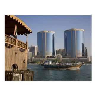UAE, Dubai, Dubai Creek. Dhow kreuzt Kanal Postkarte