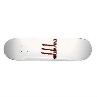Übel innerhalb der Greifer-Kennzeichen Skateboard