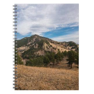 Über Boulder hinaus schaukelt das Rot Notizbuch Notizblock