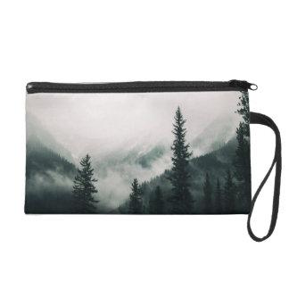 Über den Bergen und der Abflussrinne das Holz Wristlet Handtasche