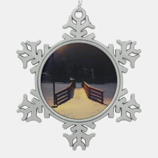 Über der Brücke Schneeflocken Zinn-Ornament