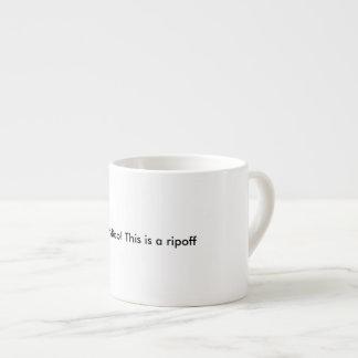 Über veranschlagter Espresso Tasse