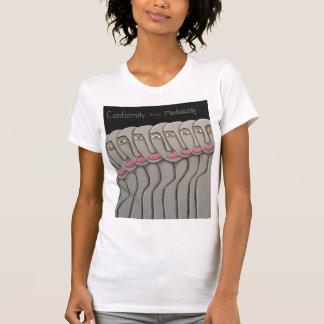 Übereinstimmung züchtet Mittelmäßigkeit T-Shirt