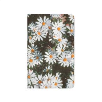 Überfluss der weißen Podien (Asteraceae) Taschennotizbuch
