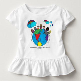 Übergeben Sie gezeichnete Kinder um das Kleinkind T-shirt
