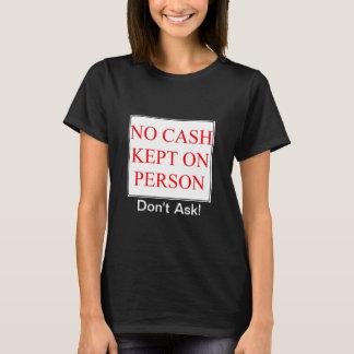 Überhaupt Gefühl ungeschickt, wenn eine Person um T-Shirt