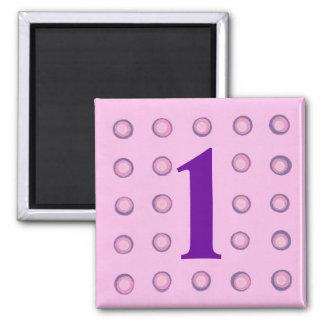 Überlagerte rosa und lila Magneten des Polka-Punkt