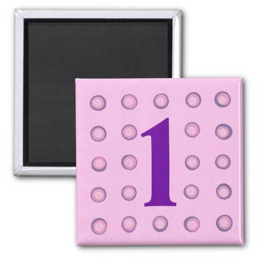 Überlagerte rosa und lila Magneten des Polka-Punkt Kühlschrankmagnet