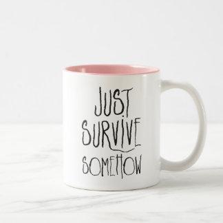 Überleben Sie einfach irgendwie Zweifarbige Tasse
