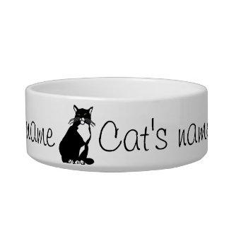 Überzeugte Katze Napf