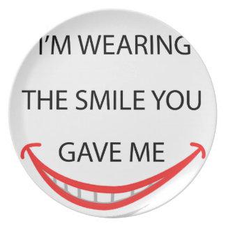 übrigens trage ich das Lächeln, das Sie me.pn Teller