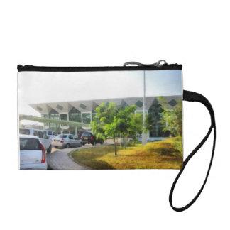 Udaipur Flughafen und Autos in der Front