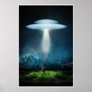 UFO und Kind auf dem Gebiet am Nachtplakat Poster