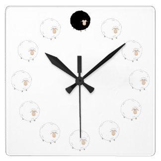 Uhr der schwarzen Schafe mit TRANSPARENTEM