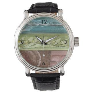 Uhr mit der modernen färbt Kunst