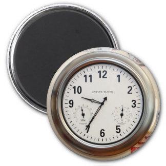Uhr und Währung Runder Magnet 5,7 Cm