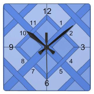 Uhr - verwobene Quadrate im Blau