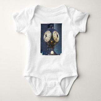 Uhr-Zusammentreffen-großartige zentrale Station Baby Strampler