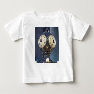 Uhr-Zusammentreffen-großartige zentrale Station Baby T-shirt