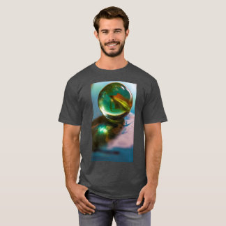 Um der grundlegende dunkle T - Shirt der Männer