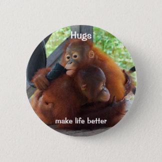 Umarmungen machen das Leben besser Runder Button 5,7 Cm