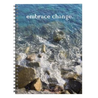 Umarmungs-Änderungs-Notizbuch Notizblock