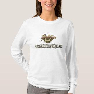 Umfassen Sie die Muschel T-Shirt