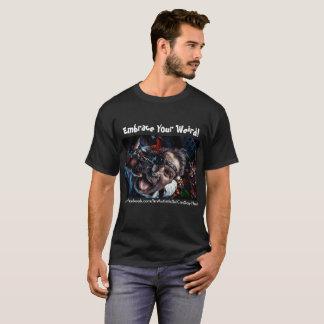 Umfassen Sie Ihren sonderbaren T - Shirt