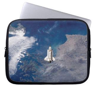 Umlaufbahn der Erde die NASA-Raumfähre-der Laptopschutzhülle