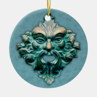 Unerfahrener Mitarbeiter auf Blau mit Jahr Keramik Ornament