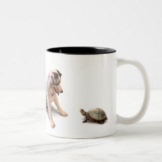 Unerwartete Schildkröte-Liebe Zweifarbige Tasse