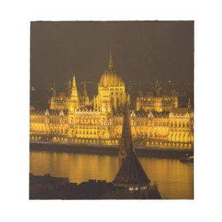 Ungarisches Parlament Budapest bis zum Nacht Notizblock