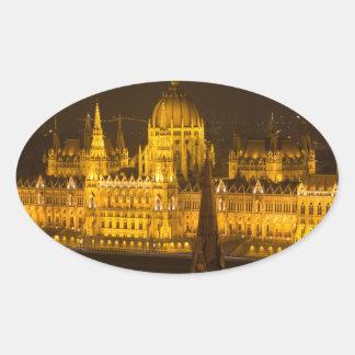 Ungarisches Parlament Budapest bis zum Nacht Ovaler Aufkleber