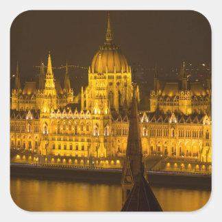 Ungarisches Parlament Budapest bis zum Nacht Quadratischer Aufkleber
