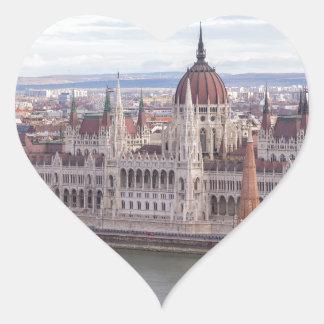 Ungarisches Parlament Budapest bis zum Tag Herz-Aufkleber