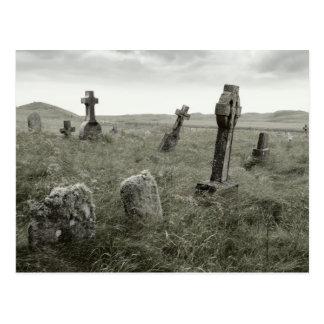 Unheimliches Gravesite Postkarte