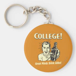 Uni: Großer Verstand trinkt ebenso Standard Runder Schlüsselanhänger