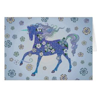 Unicorn hellblau in den Blumen Grußkarte