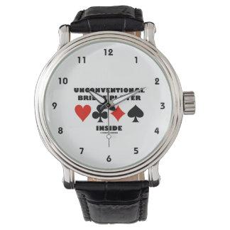 Unkonventioneller Bridge-Spieler innerhalb der Armbanduhr