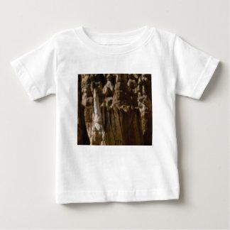 unregelmäßige Formen in den Felsen Baby T-shirt